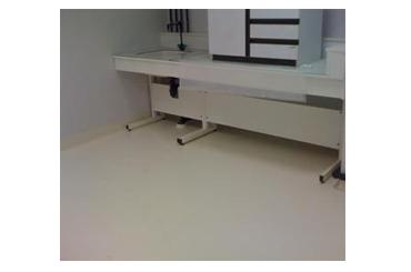 Eviter l'électricité statique avec un revêtement de sol dissipatif