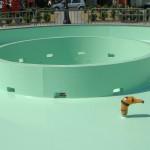 Rendre un bassin étanche grâce à un revêtement à la résine polyuréthane